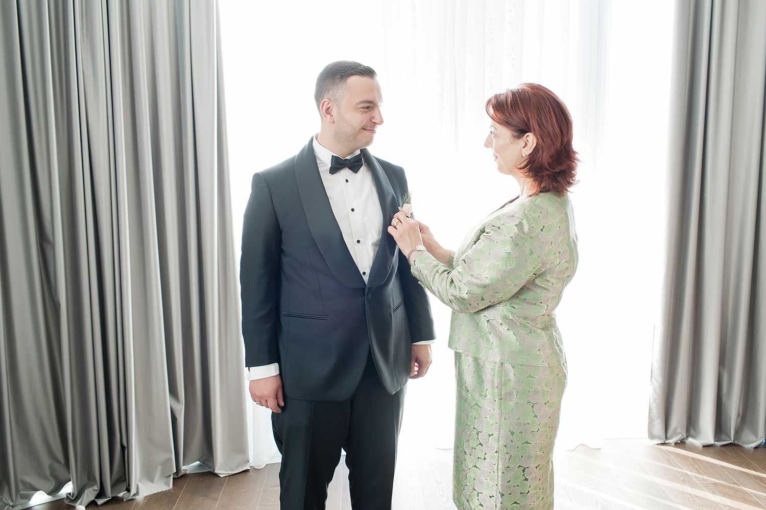 The groom and his mother getting ready