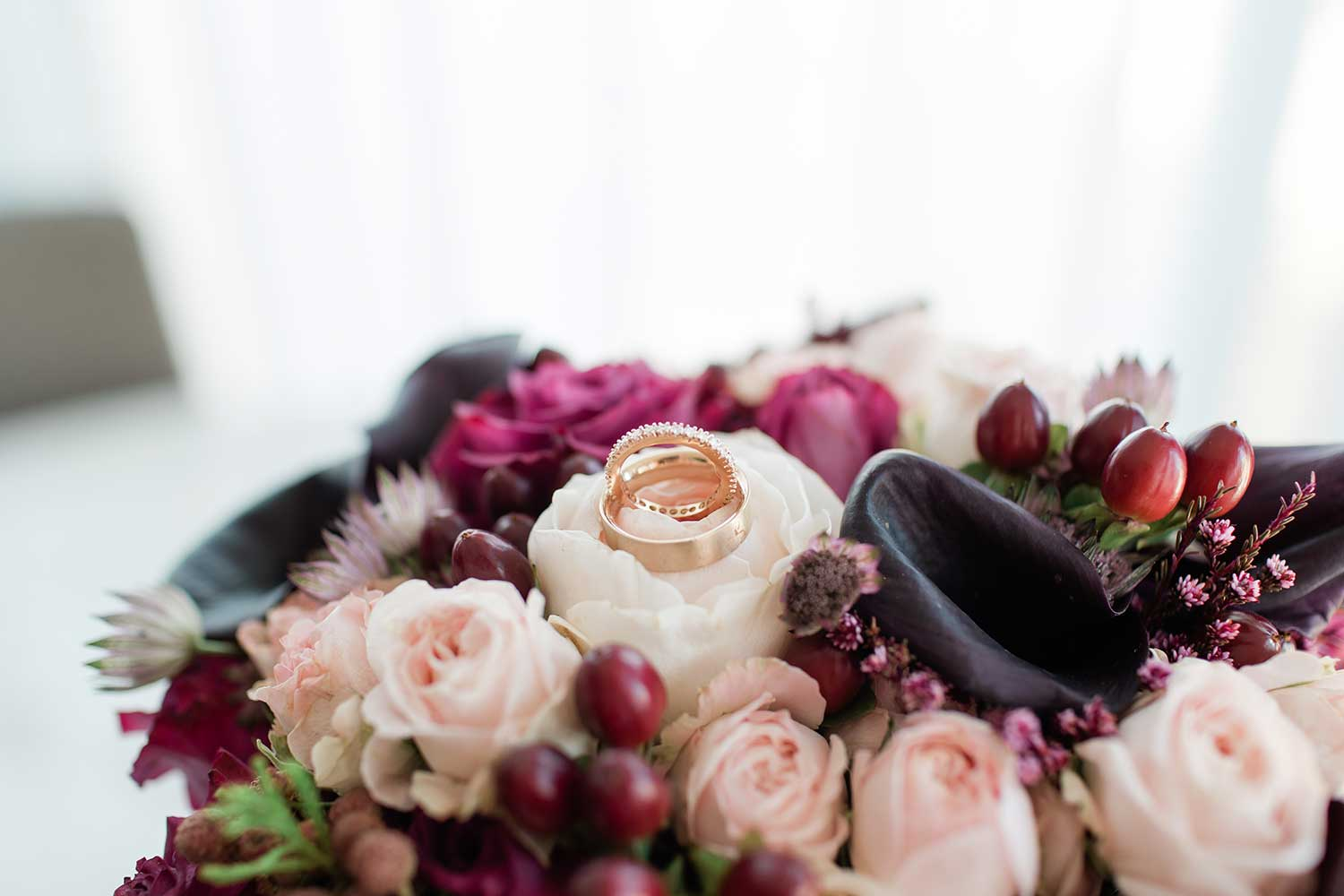 Wedding rings and the flower bouquet
