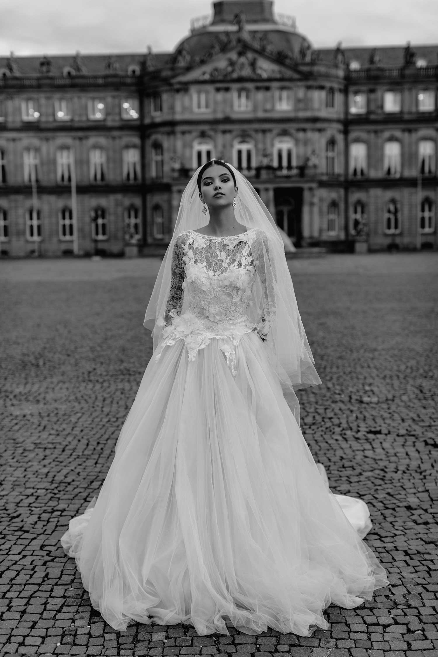 Black and white bridal editorial photo in Stuttgart