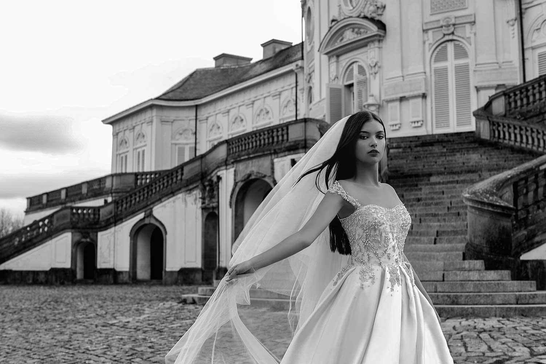 Black&white outdoor bridal editorial