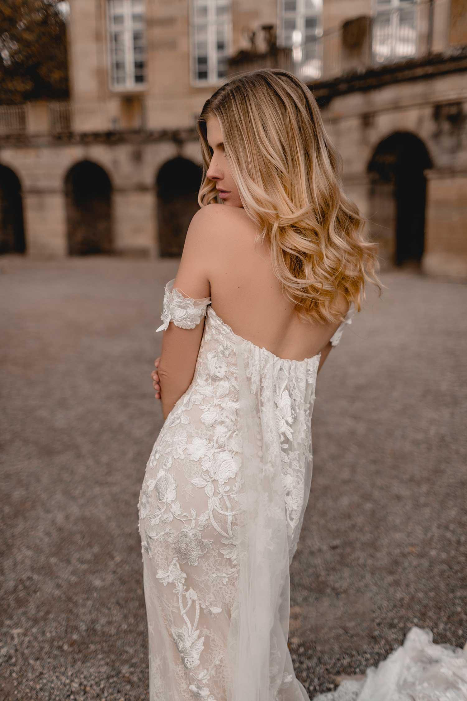 Bridal model posing in Monrepos Palace
