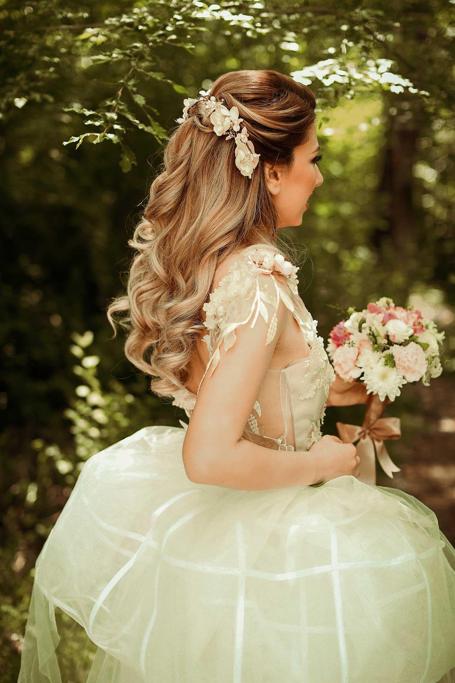 Floral bridal details