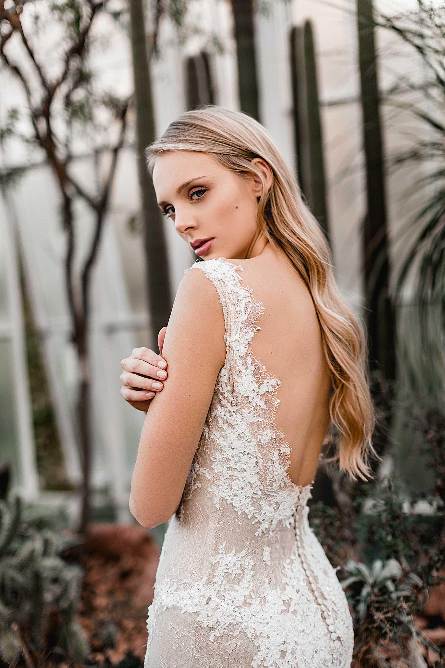 Lovely bridal portrait in the Palmgarten