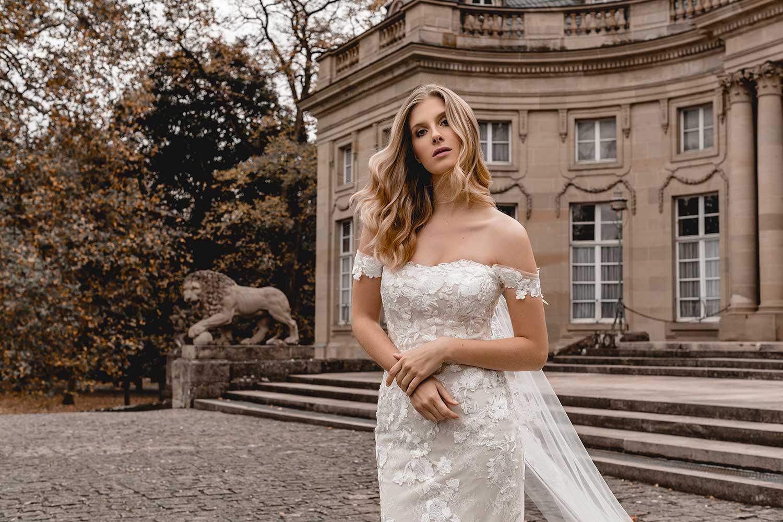 Pretty bridal model posing Monrepos Palace