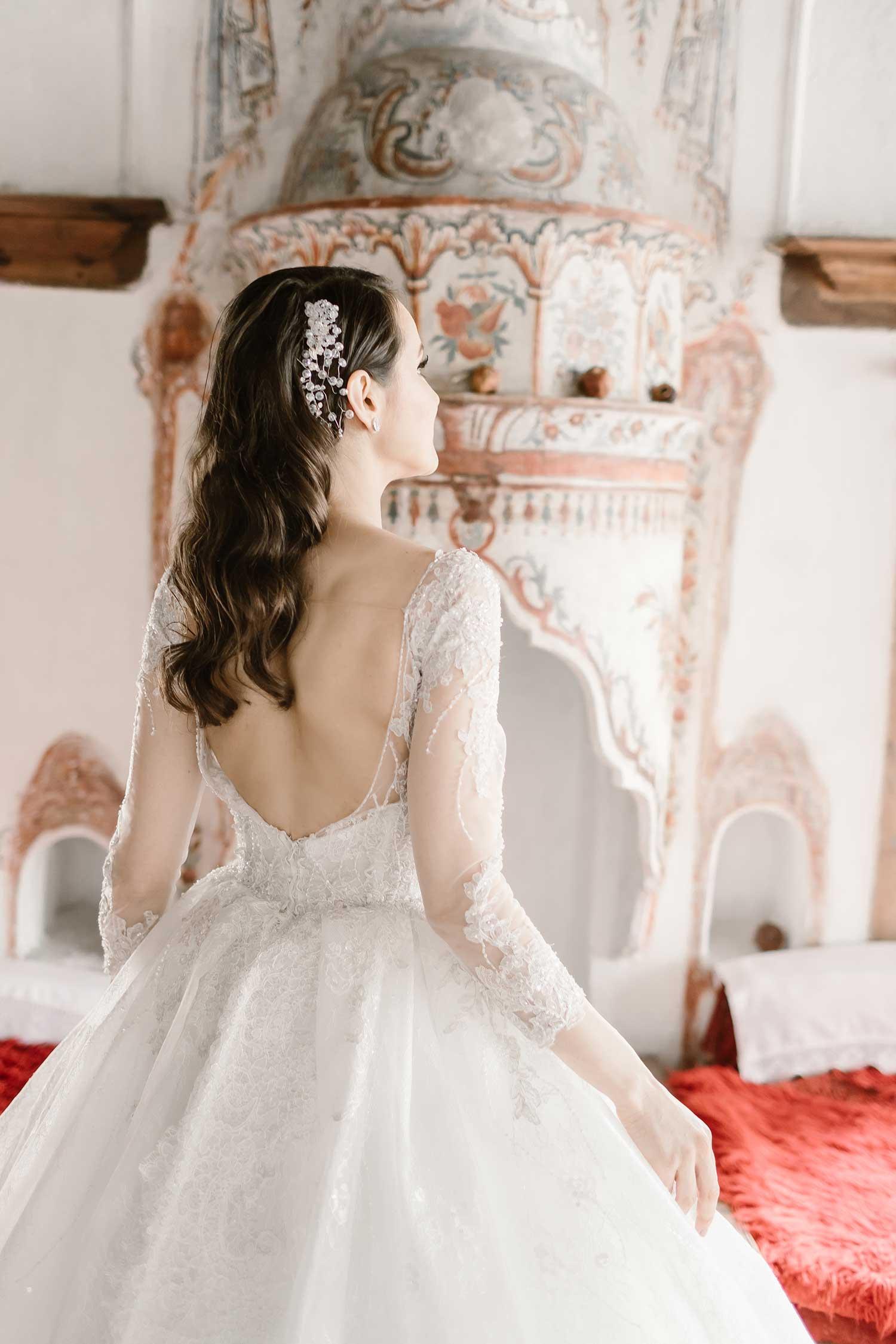 Unique details of the interior design and the bride
