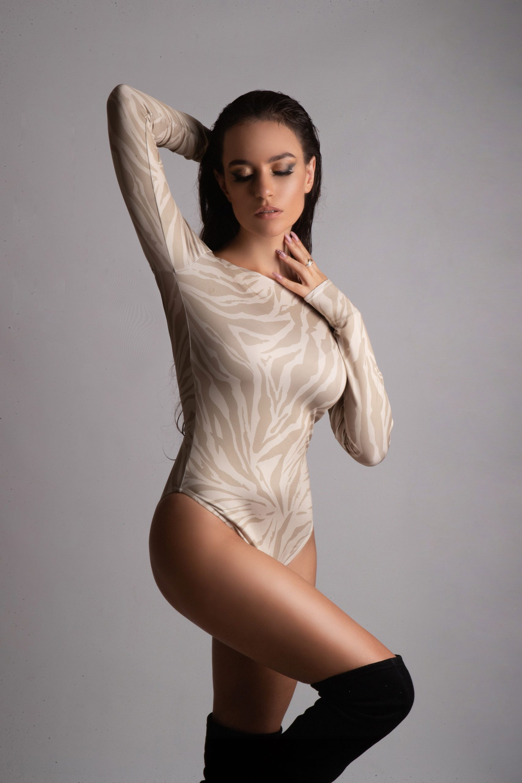 Sexy Eva Murati as a celebrity Endorsement