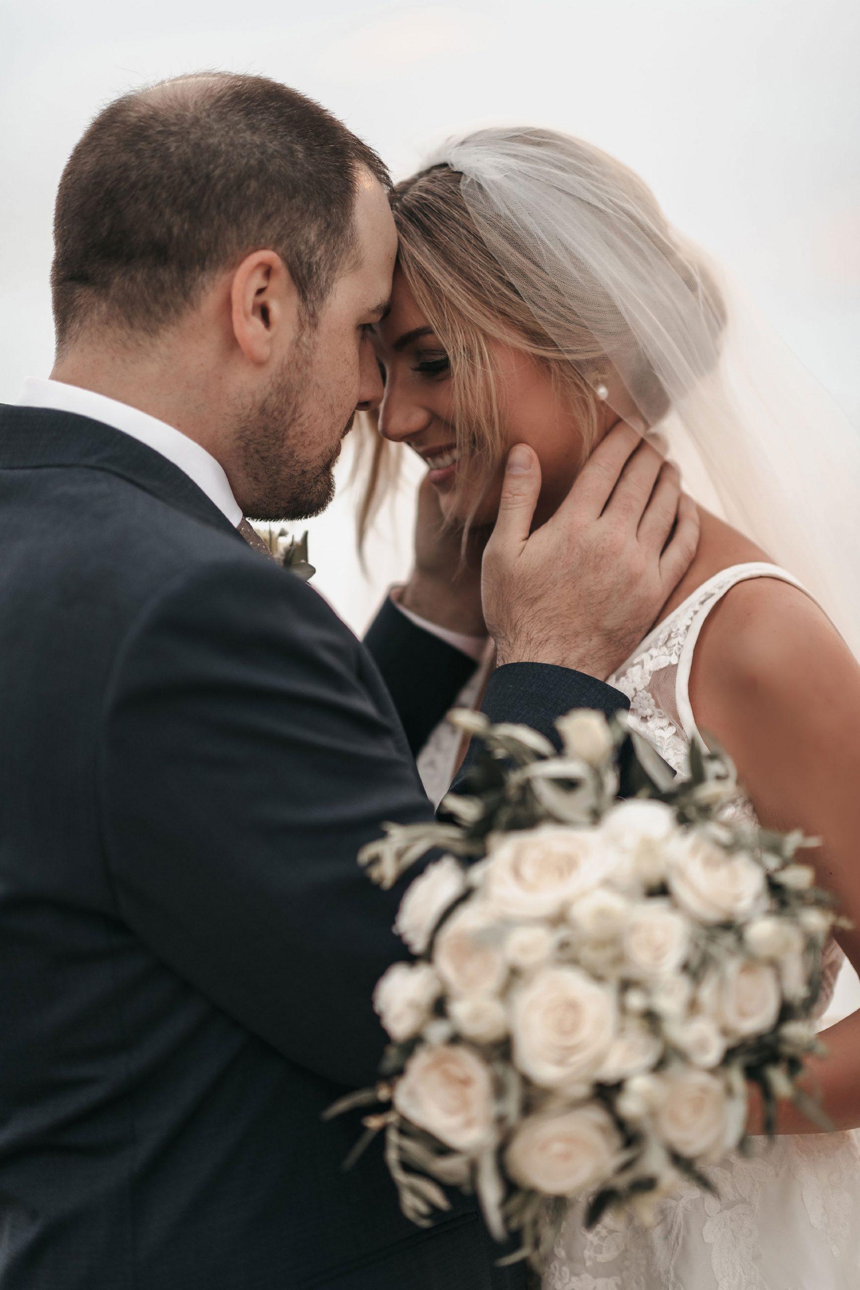 Bride and groom's wedding portrait photos
