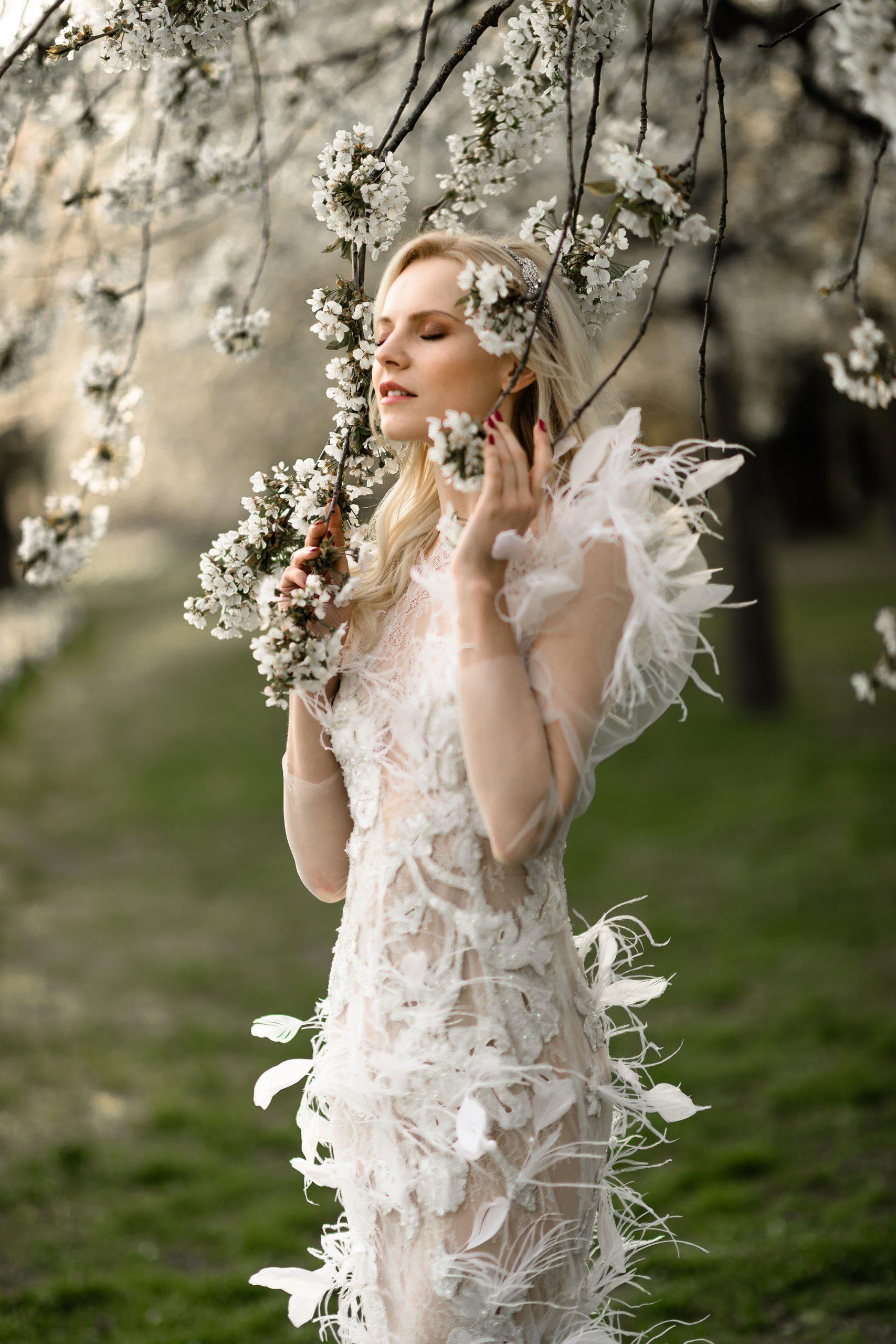 Feathers wedding dress- Modern Bride 2021