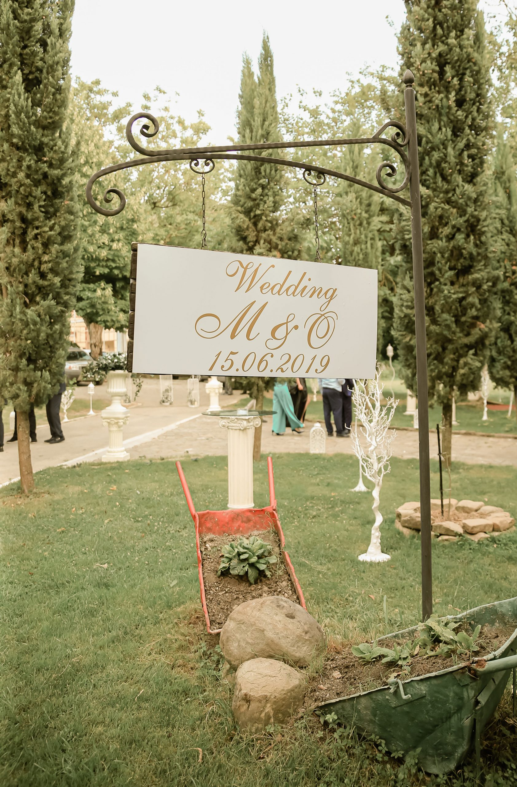 Outdoor wedding welcome sign