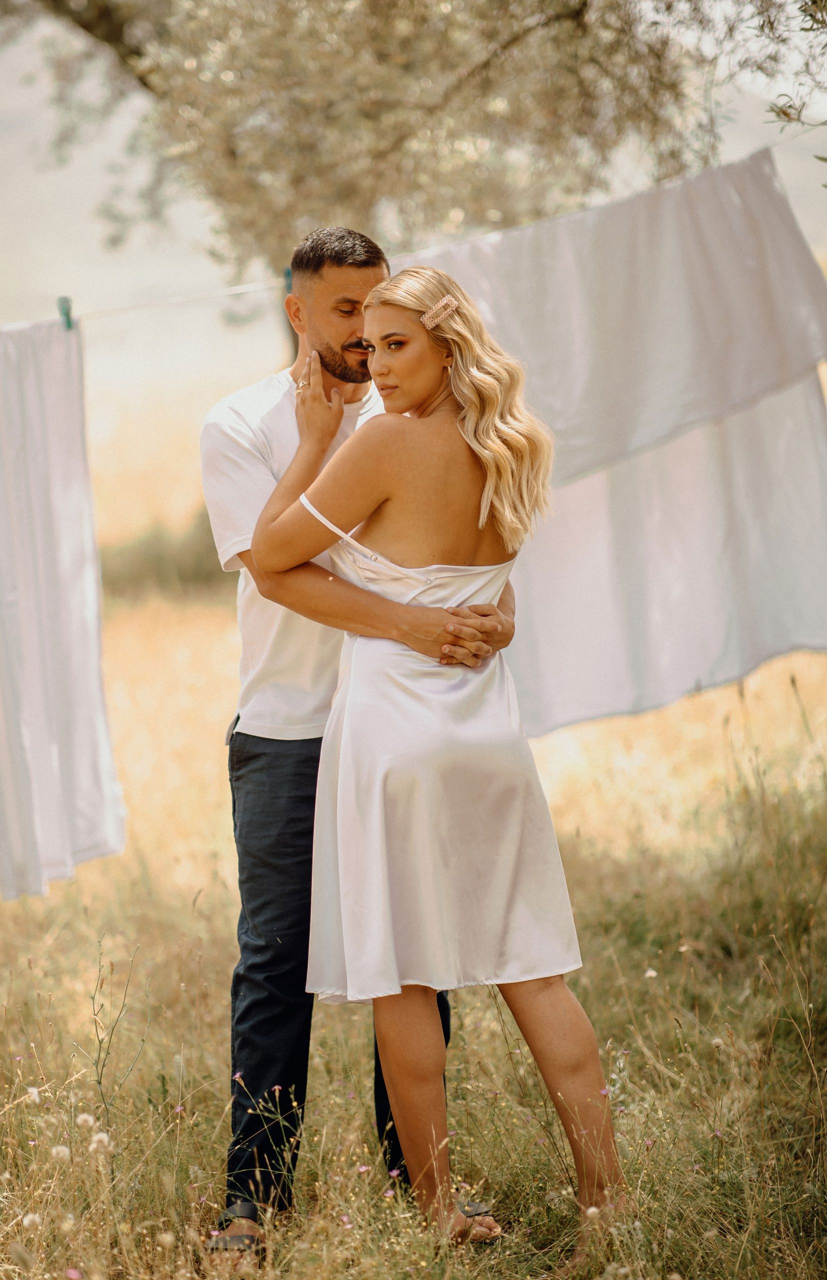 Romantic couples' photography in a field