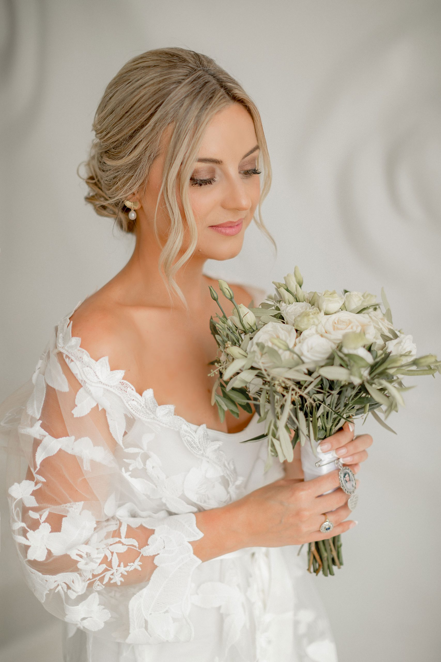 The bride with her bouquet of flowers