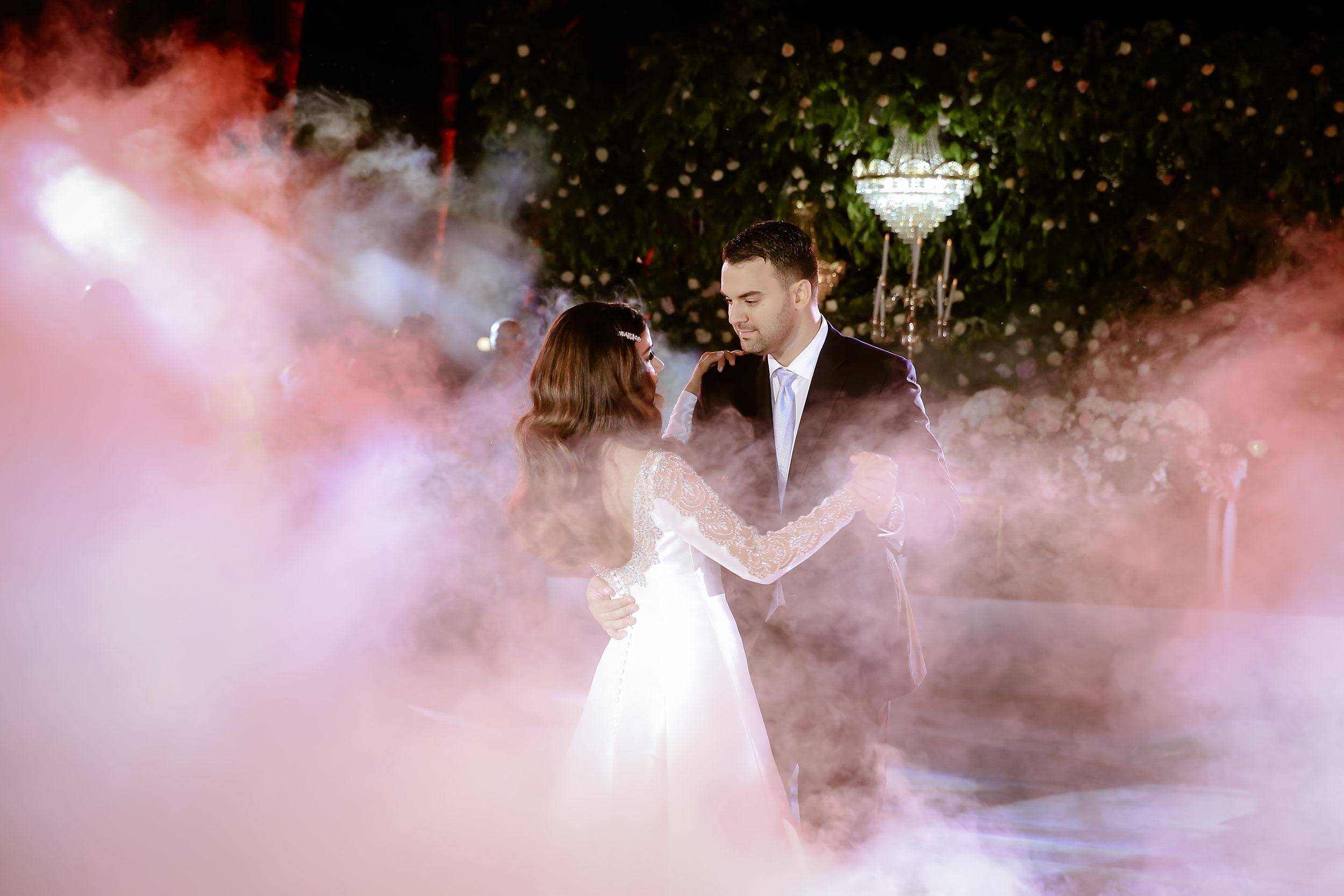 Wedding inspo, wedding inspiration of an outdoor dancefloor.