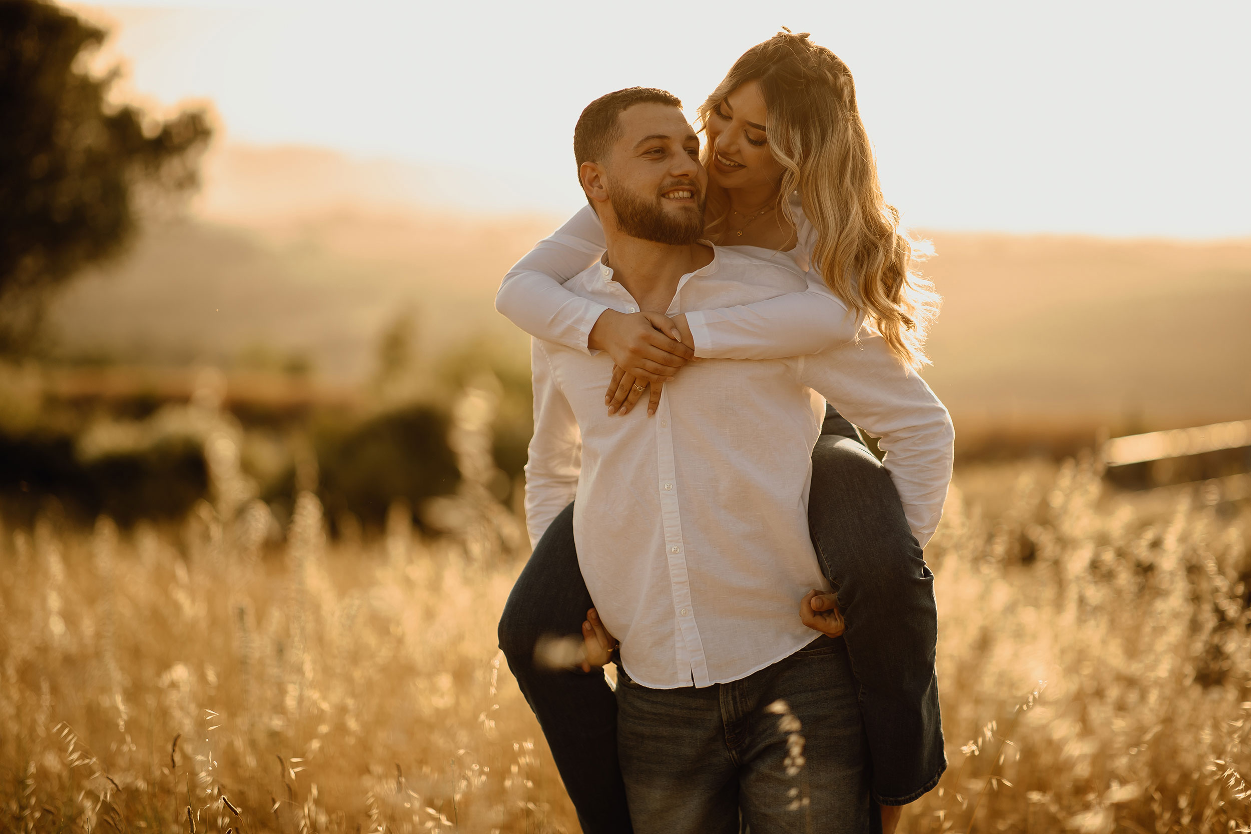 Couple photoshoot in nature