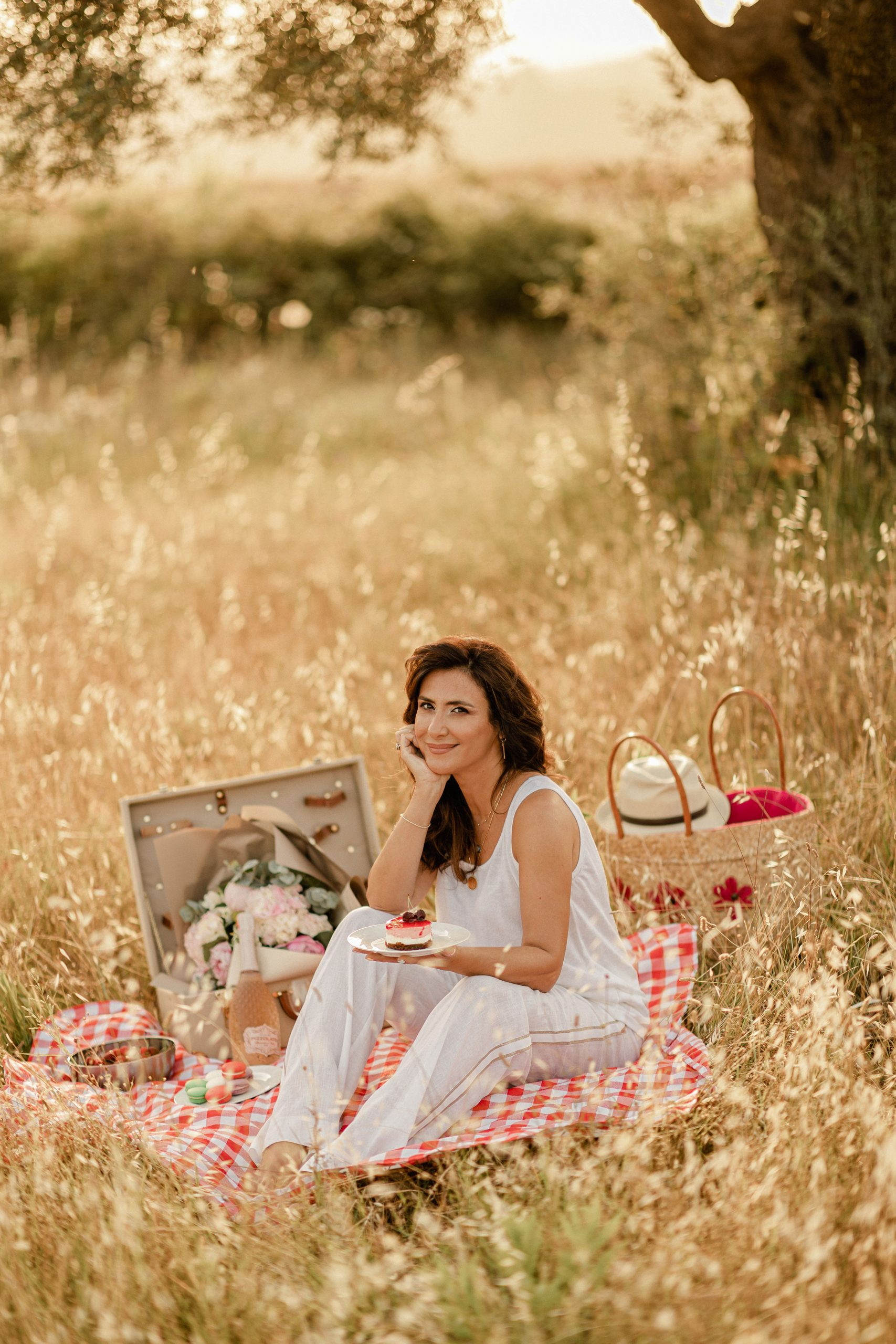Iva Tico during a picnic photoshoot