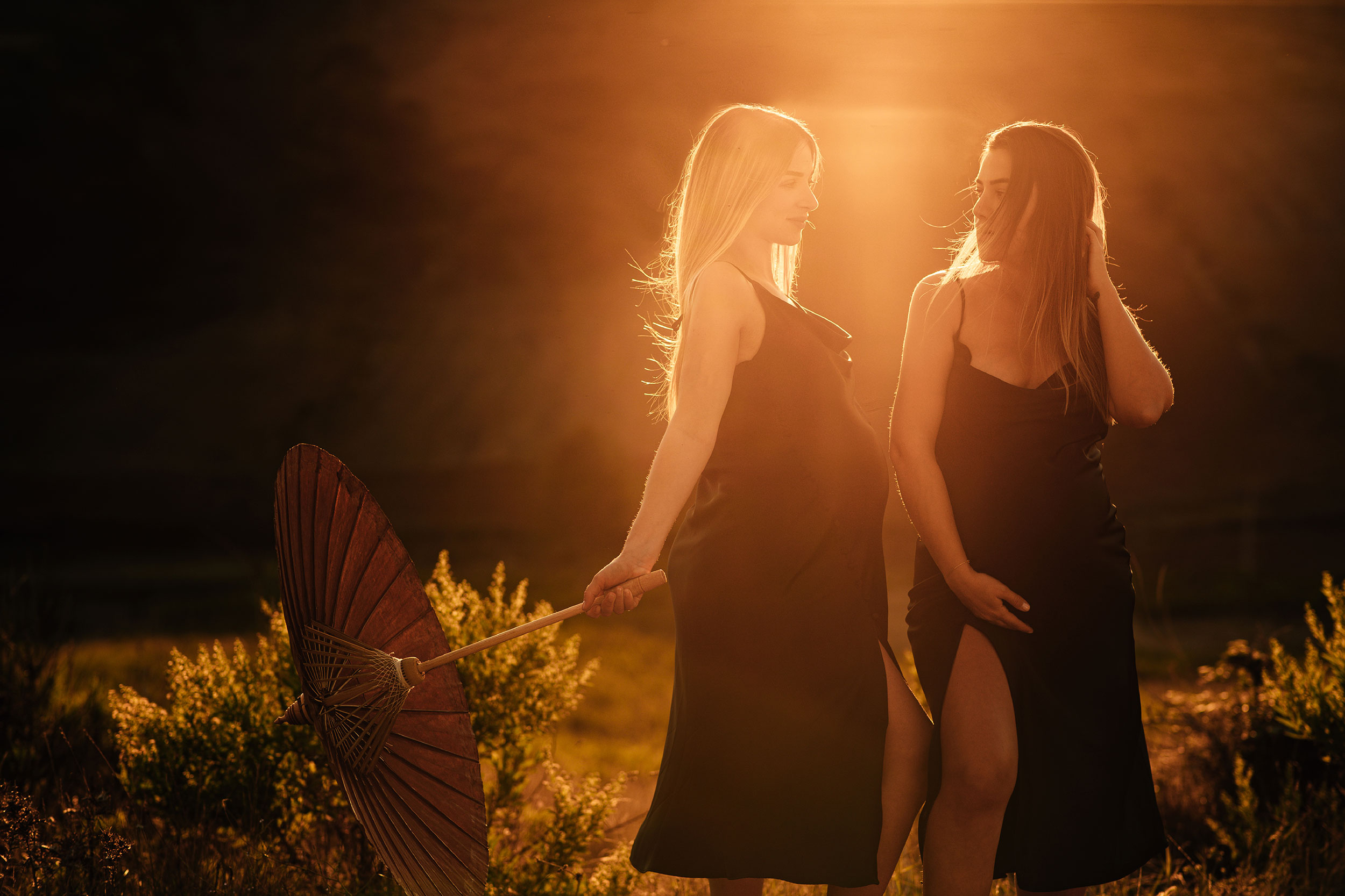 Golden hour maternity photoshoot with Sara Hoxha and her cousin